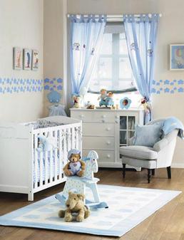 mariangel coghlan preparando el cuarto del bebe