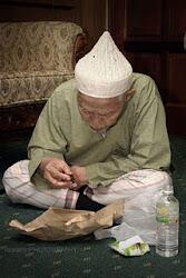 MAKAN SEORANG PEMIMPIN ISLAM