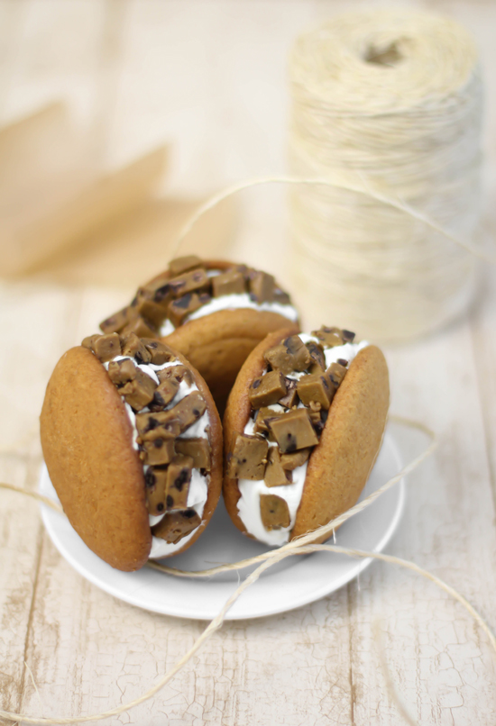 Spice Cookie Dough Stuffed Pumpkin Whoopie Pies | Quick ...