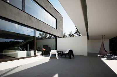 zona transisi rumah minimalis hitam putih