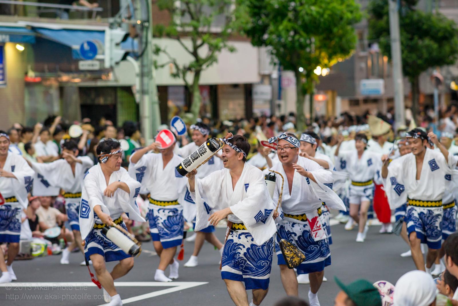 高円寺阿波踊り 夏遊連の提灯を使った男踊り