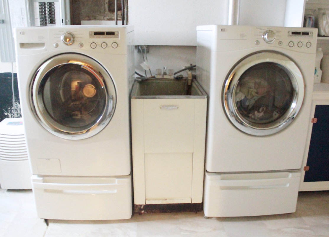 laundry room makeover #homeimprovement crab+fish