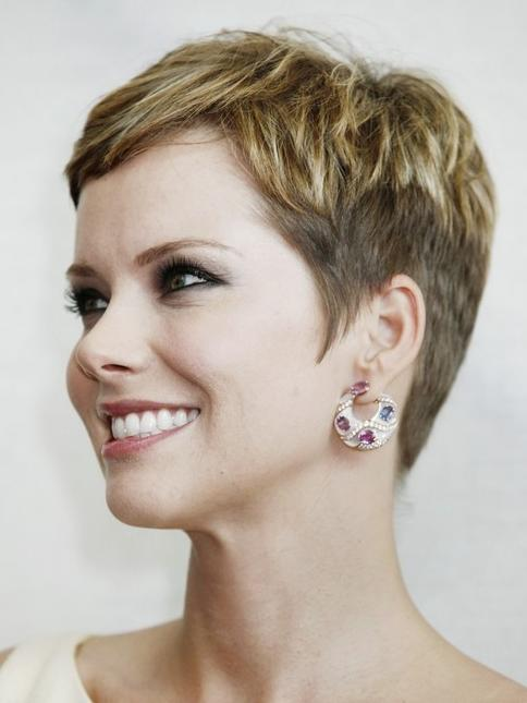 curly bob hairstyles short haircuts are of many types and styles
