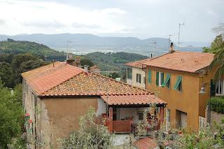 Udsigt fra bjerglandsby mod Korsika