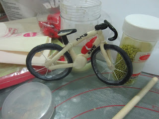 Home may 39 de cakes the making triathlon cake with gum for Handlebars template tutorial
