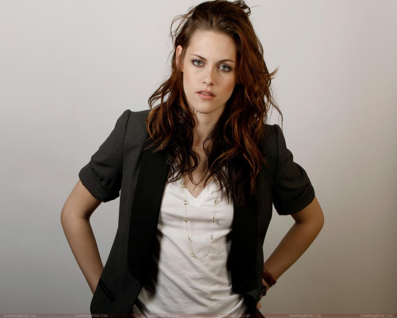http://4.bp.blogspot.com/-TdSMpuCBbiI/TX4h6C2XjrI/AAAAAAAAFmM/6i9Krcux_Q8/s1600/kristen_stewart_hollywood_hot_actress_wallpaper_sweetangelonly_24.jpg