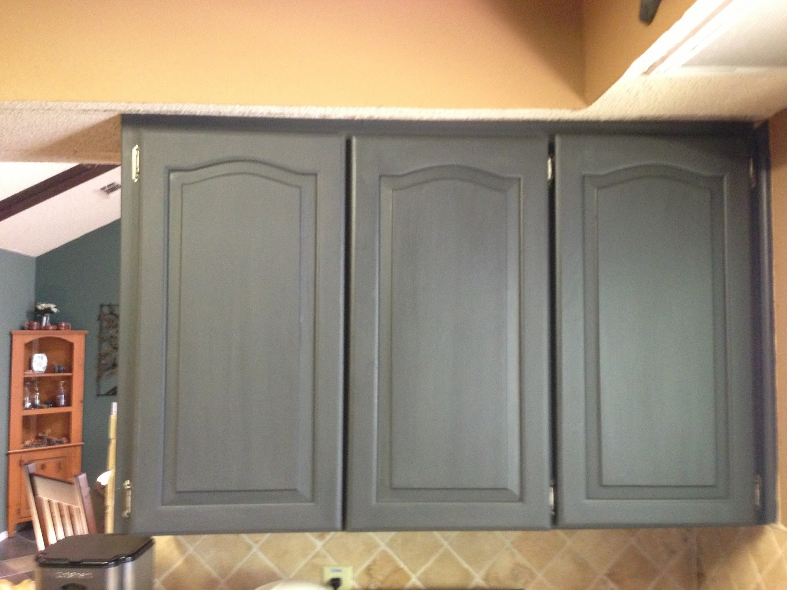 Wilker do 39 s using chalk paint to refinish kitchen cabinets for Best latex paint for kitchen cabinets