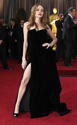 angelina jolie seductora mostrando la pierna en los oscars 2012