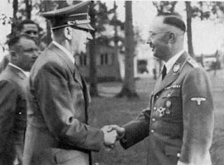 http://4.bp.blogspot.com/-TeDhSchBcS4/UcrKQ4EdHhI/AAAAAAAAADE/ez7oiG-cmOE/s320/hitler_masonic_handshake_2.jpg