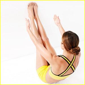 фитнес за стегнат корем - Коремно пружиниране с опрени в стената крака