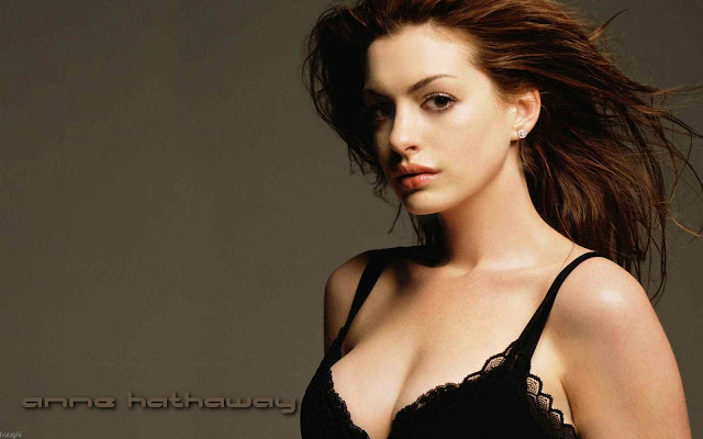 Anne Hathaway Sexy With Underwear