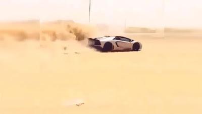 Εν' τω μεταξύ, στο Dubai: Οδηγεί την Lamborghini του στην έρημο (Video)