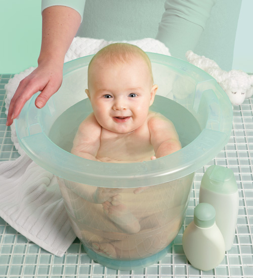 baby bathing picture