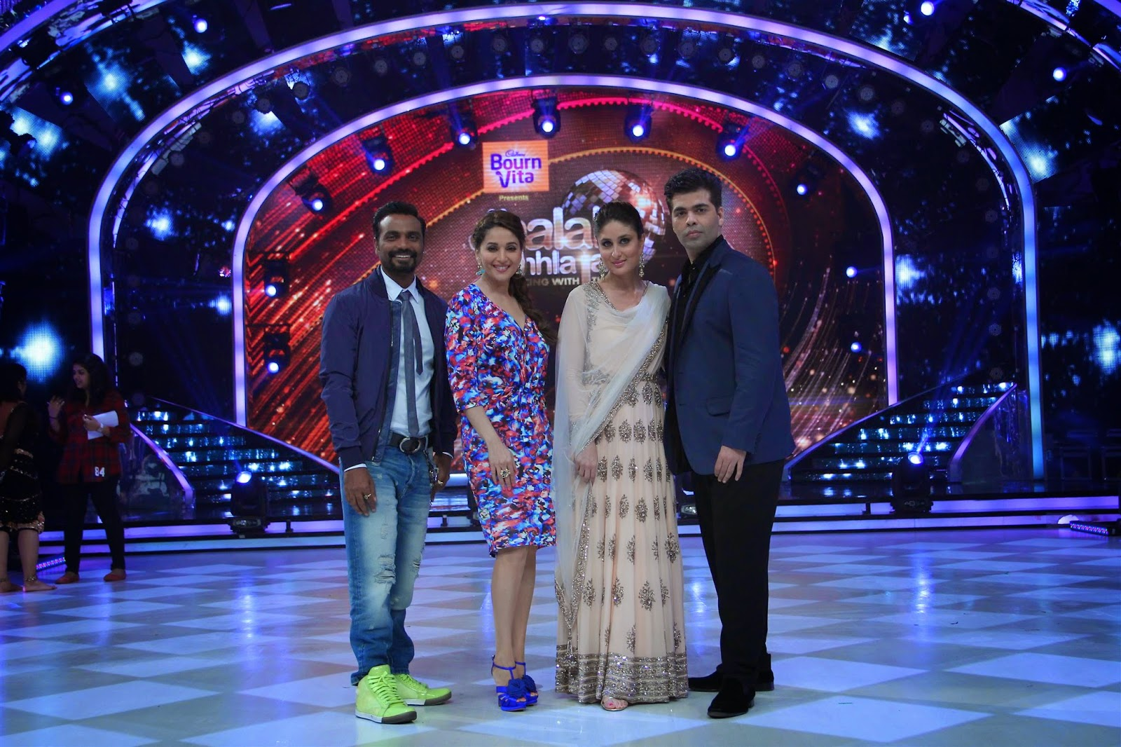 Kareena Kapoor Promotes her movie 'Singham Returns' On Jhalak Dikhhla Jaa 7
