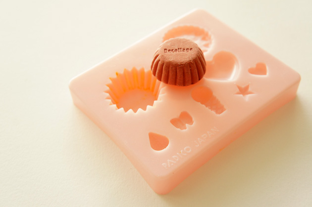 I love this dinky little pink clay mould great little kit for your cupcakes !!