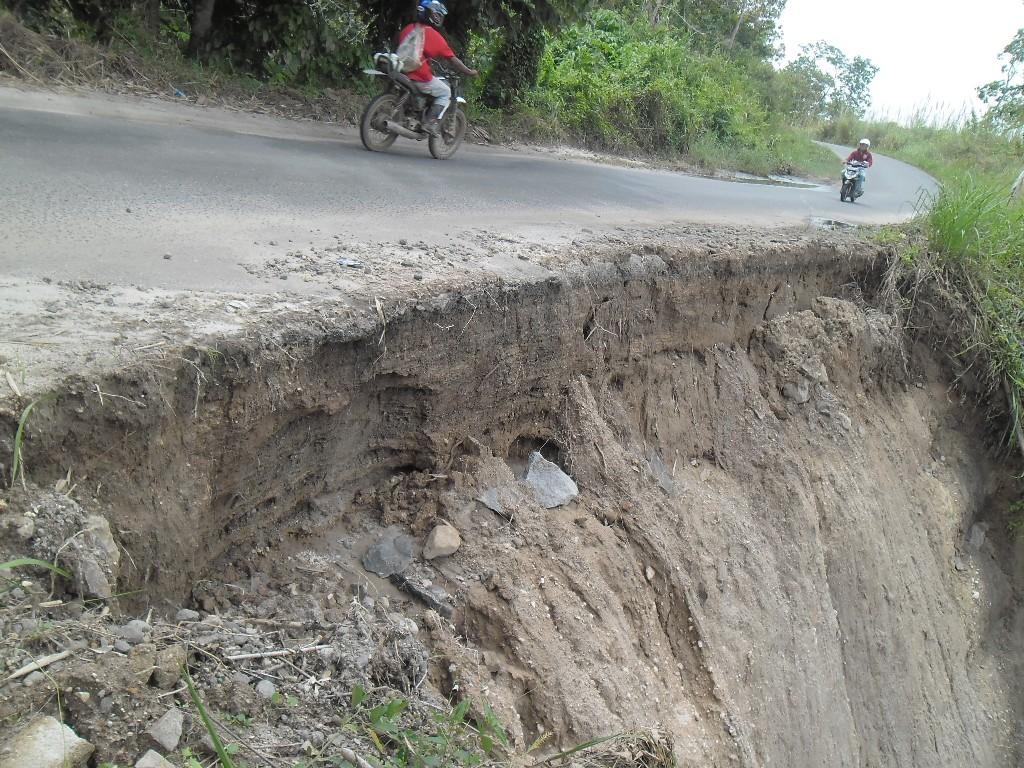 Jalan Provinsi Terancam Putus