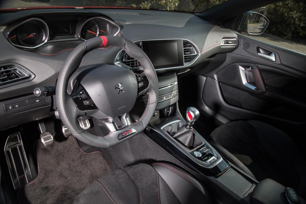 Early reveal for new peugeot 308 gti with up to 270ps for Peugeot 907 interieur