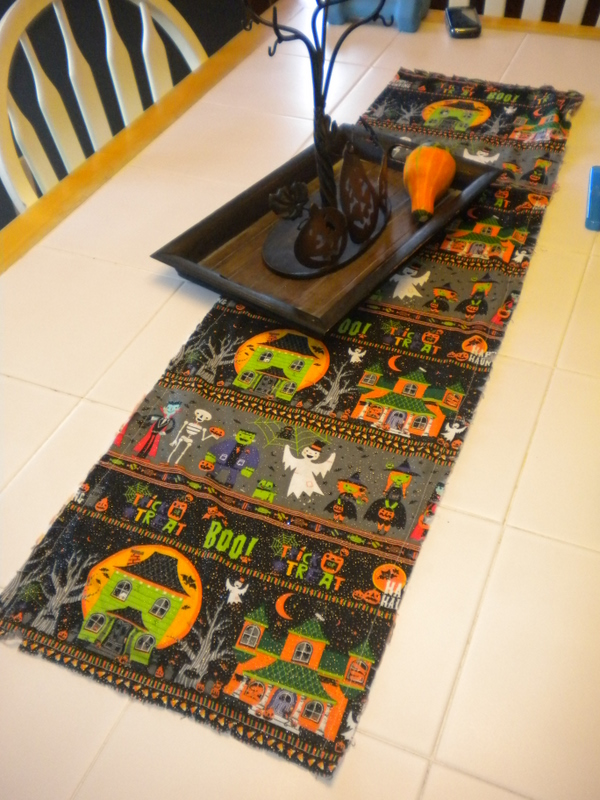 Easy peasy lemon squeezy last minute halloween decor for 10 minute table runner with batting