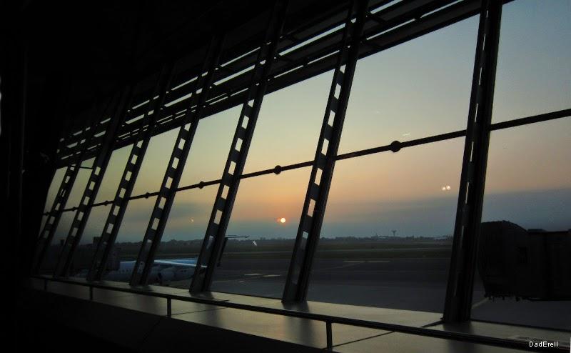 Lever du soleil à l'aéroport de Lyon Saint-Exupèry