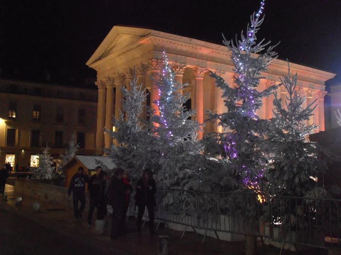 La maison carrée à Nîmes un soir de fin d'année