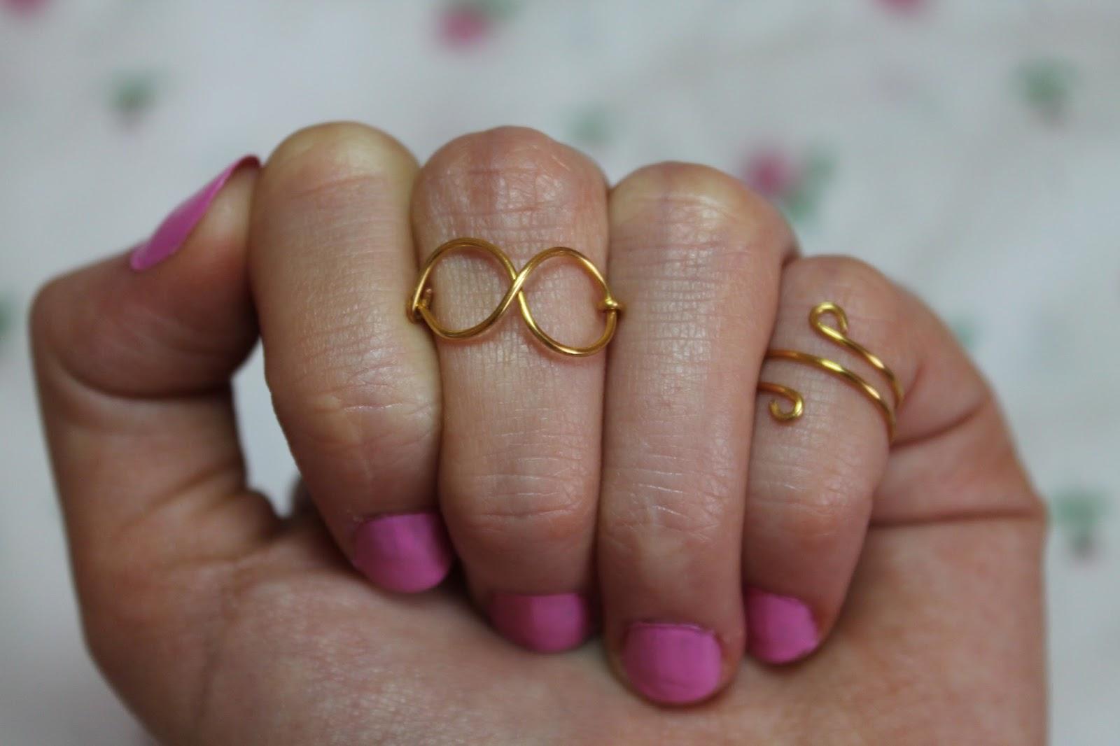 Vanilla Shimmer midi rings