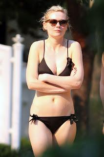 Kirsten Dunst sexy in swimwear