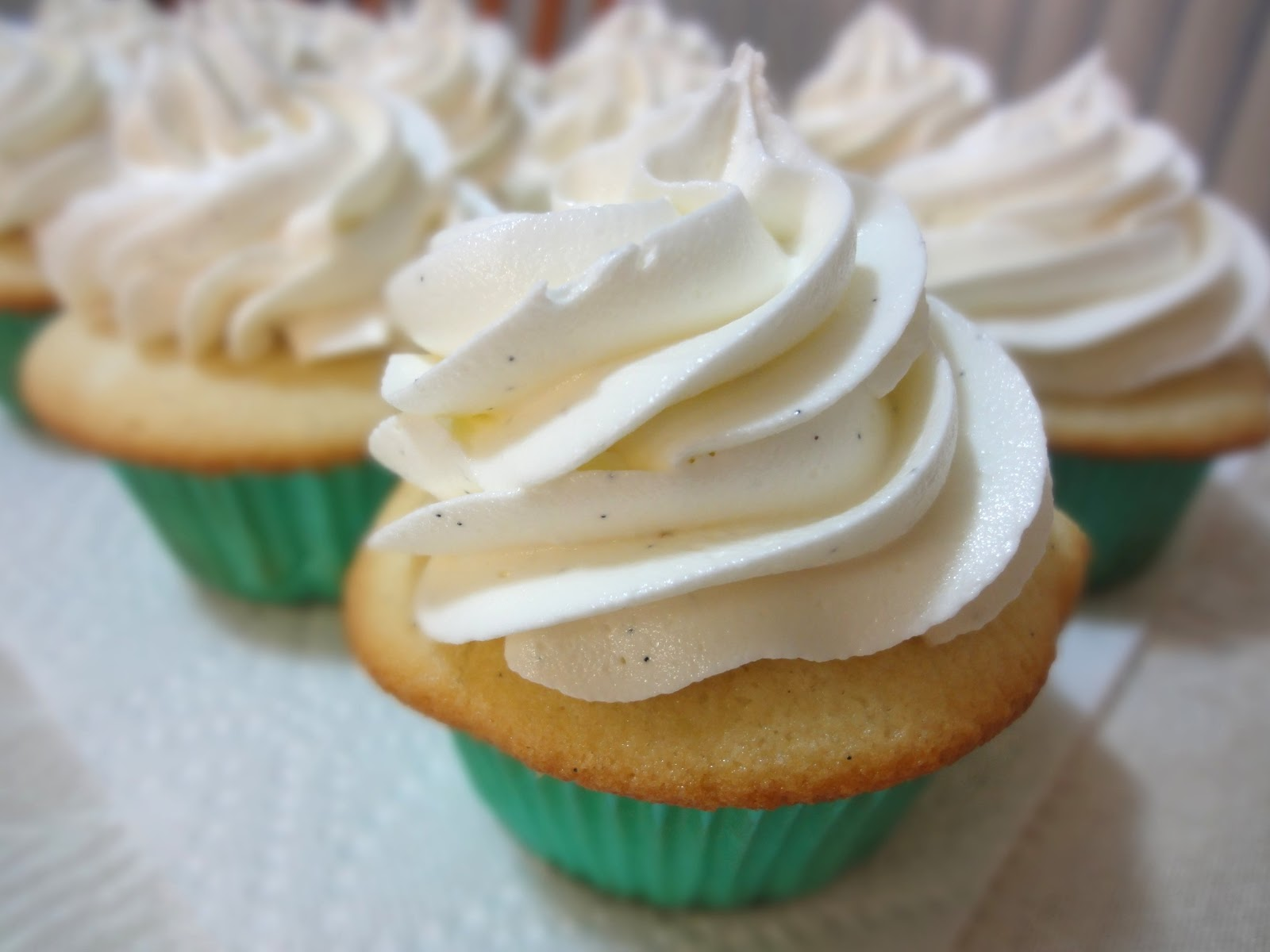 Blog as you Bake: Vanilla Bean Cupcakes