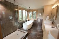 Decoracion de baño bonito y moderno con suelo en cerámica café oscuro