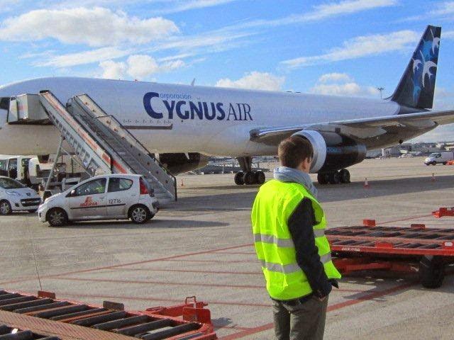 Operaciones de carga en aeropuerto de Madrid, wwww.gonzalogarciabaquero.com