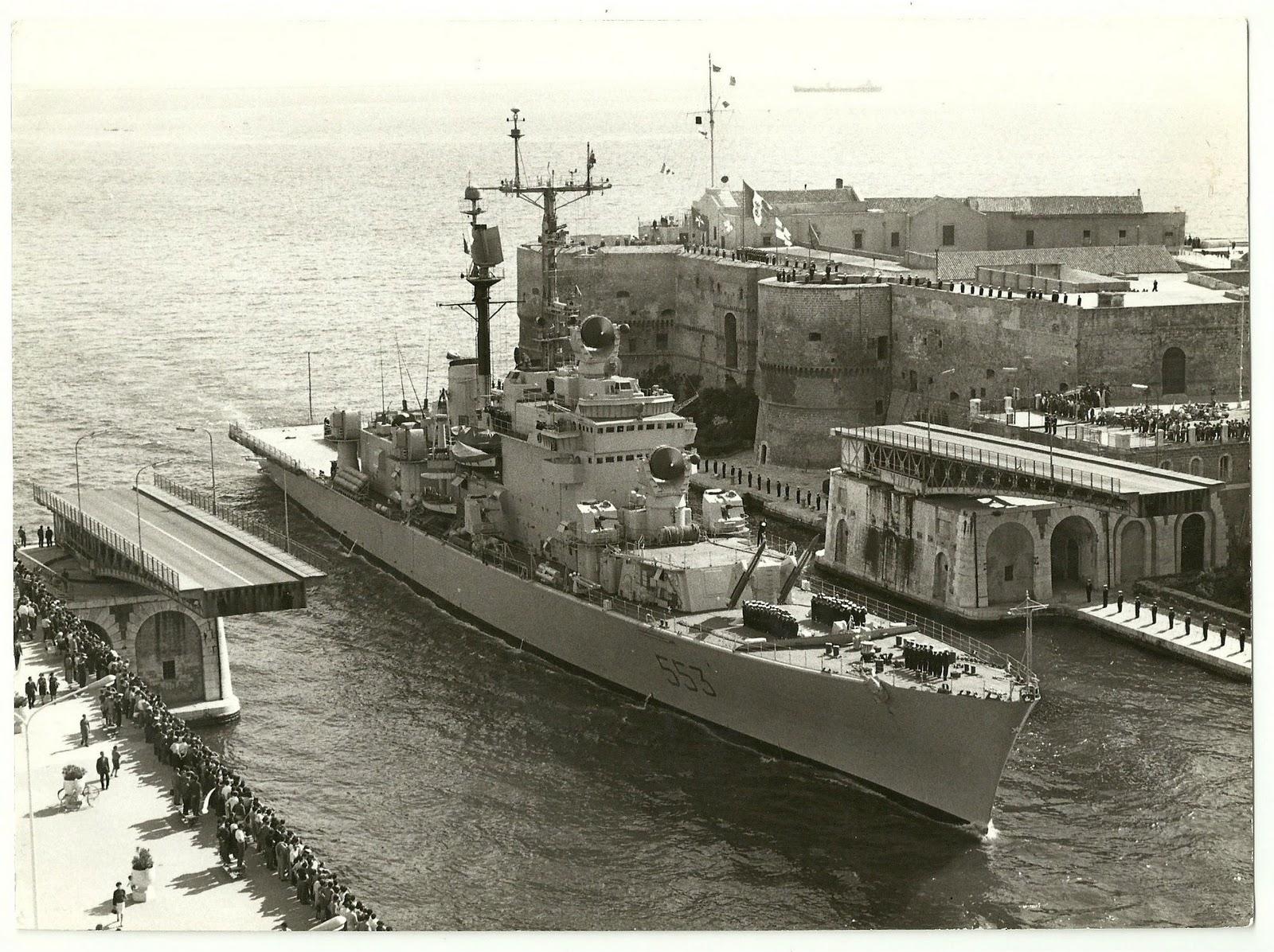 Foto navi militari italiane incrociatore andrea doria a for Andrea doria nave da guerra