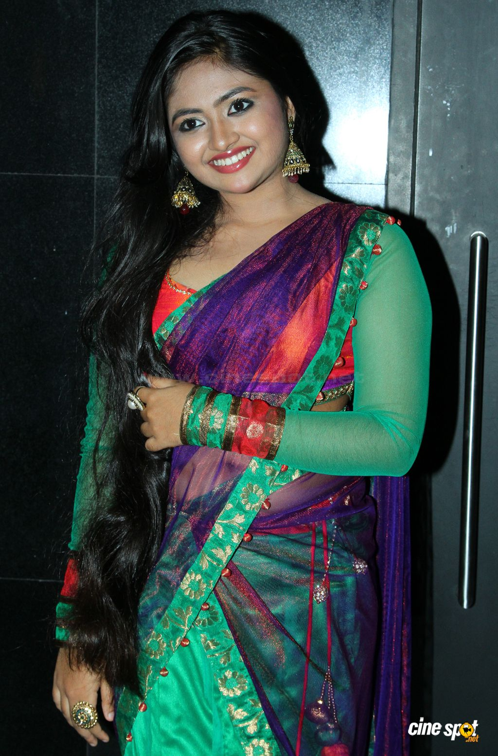 Malayalam Serial Actress Shalin Navel Showing