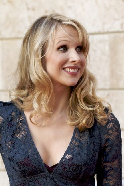 Celebrity Allergies: Lucy Punch Cyndi Lauper