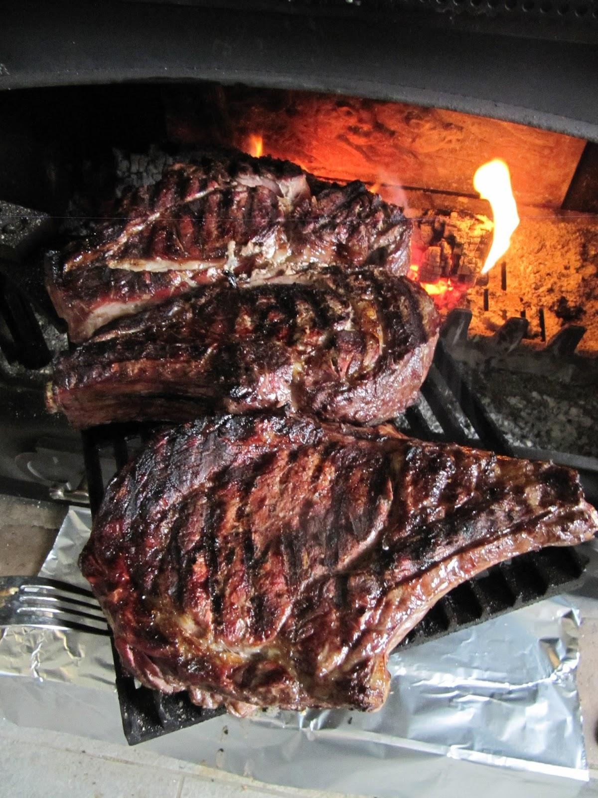 La cuisine dici et dISCA Côtes de boeuf au feu de bois