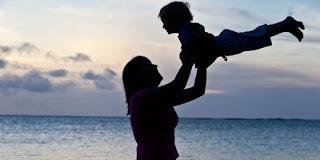 5 Cara Ampuh Untuk Menyenangkan Hati Ibu