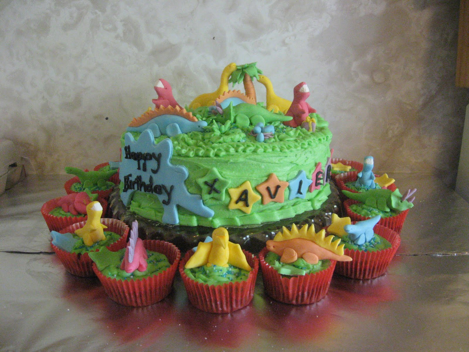 Dinosaur Cake Decorations Nz : 1000+ images about Dino party on Pinterest Dinosaur ...