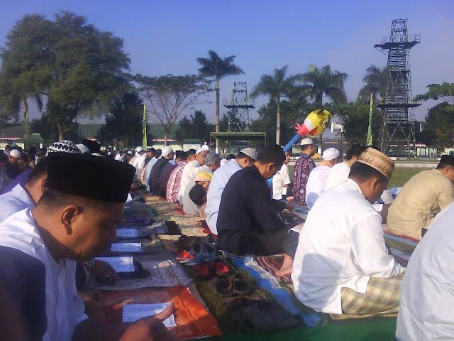 Shalat Id di Lapangan Rindam IV Diponegoro Magelang Minal aidin walfaidzin maaf lahir bathin