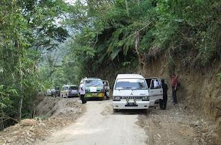 Saat team napak tilas GIKI menuju Buluh Awar[25/6/2013]