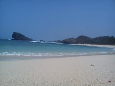 pantai pasir putih kab. pacitan
