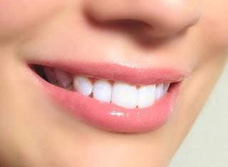Cara Alami Menggunakan Pasta Gigi untuk Memerahkan Bibir Hitam