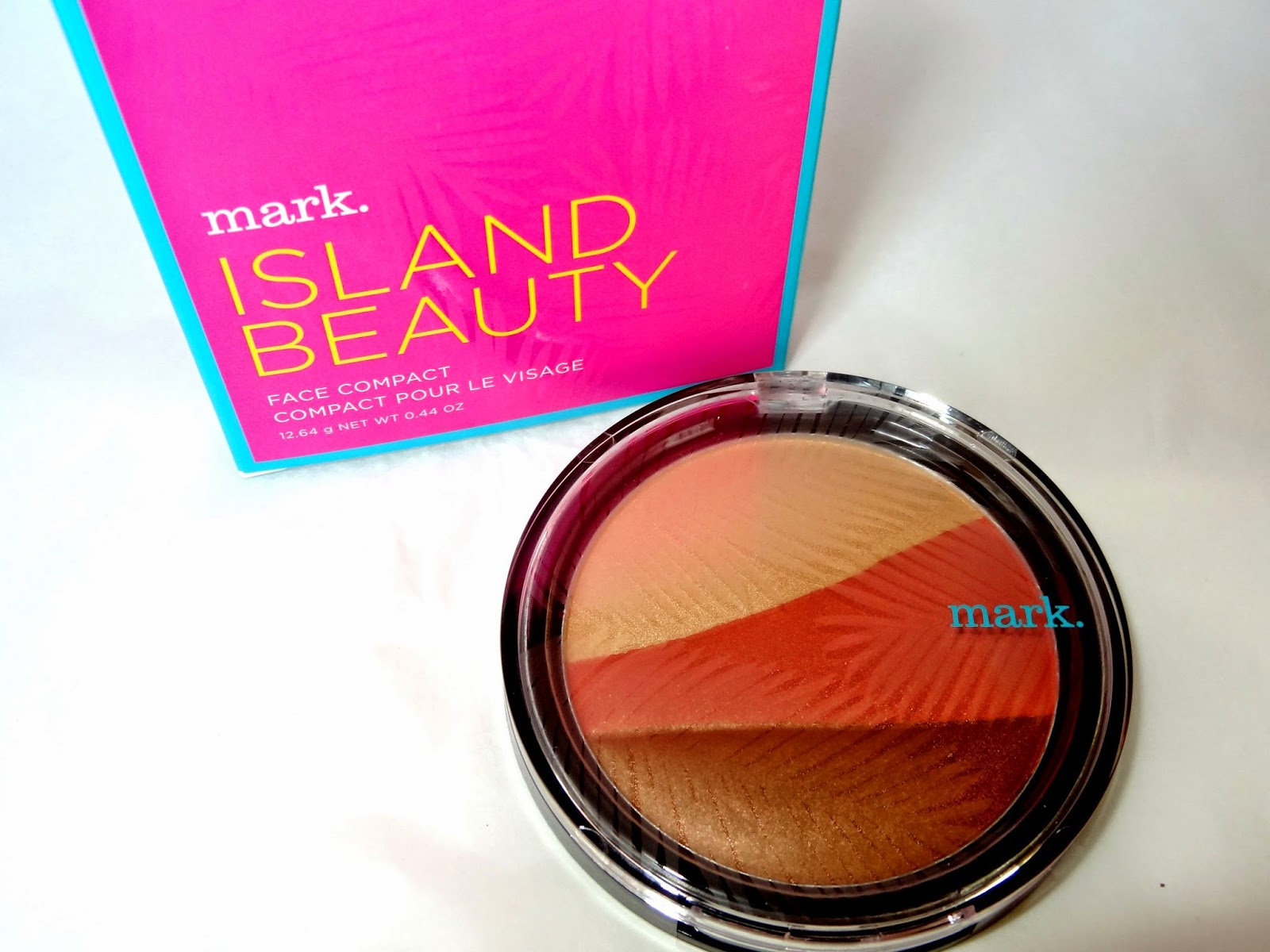 Picture of the Mark Beauty Face Compact from the St Barts Soleil Instant Vacation Collection