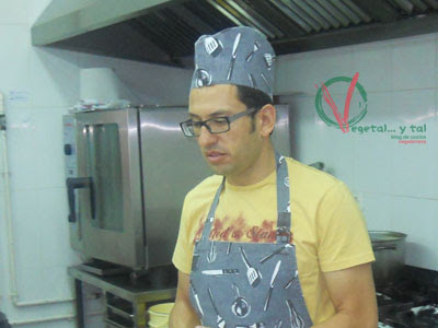 Clemente Morales, profesor del taller de cocina vegetariana con cereales.