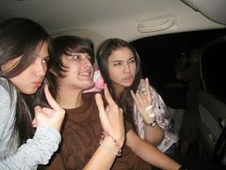 Foto Jessica Mila dalam mobil dengan cowok