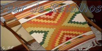 Tecelagem manual com trama em pura lã. Essa peça de artesanato foi executada por Tear de Retalhos
