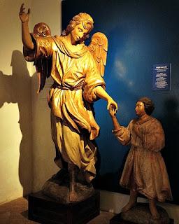 Anjo Custódio no Museu Diocesano de San Ignacio Guazu, no Paraguai.