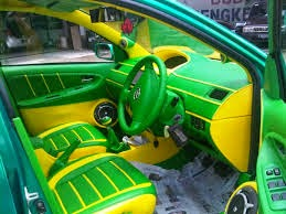 gambar modifikasi interior mobil sedan warna hijau kuning