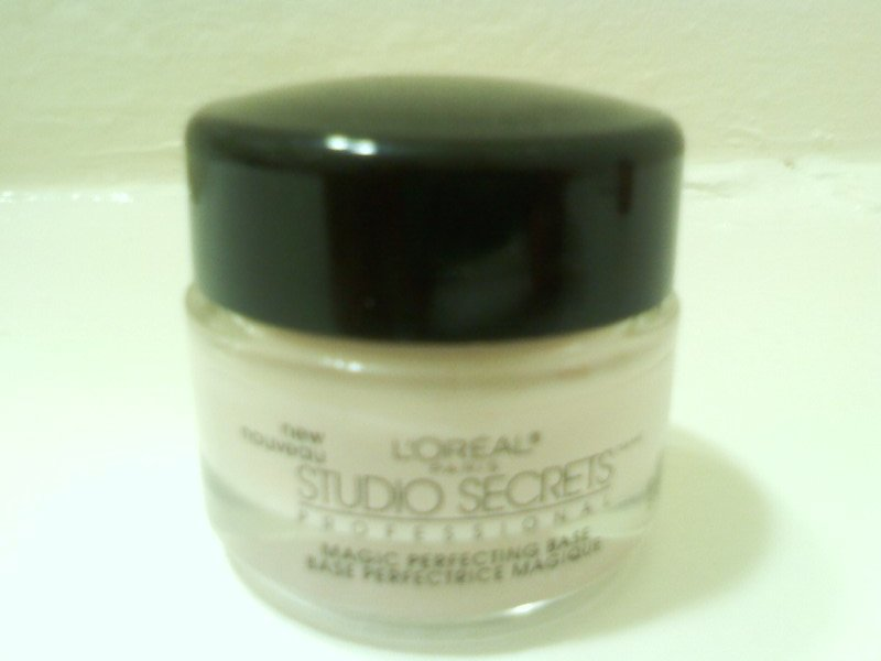 Review: L'oreal Paris Studio Secrets Professional Magic Perfecting Base. Primer is a necessity for my oily skin. I have to be very careful with primers, ...