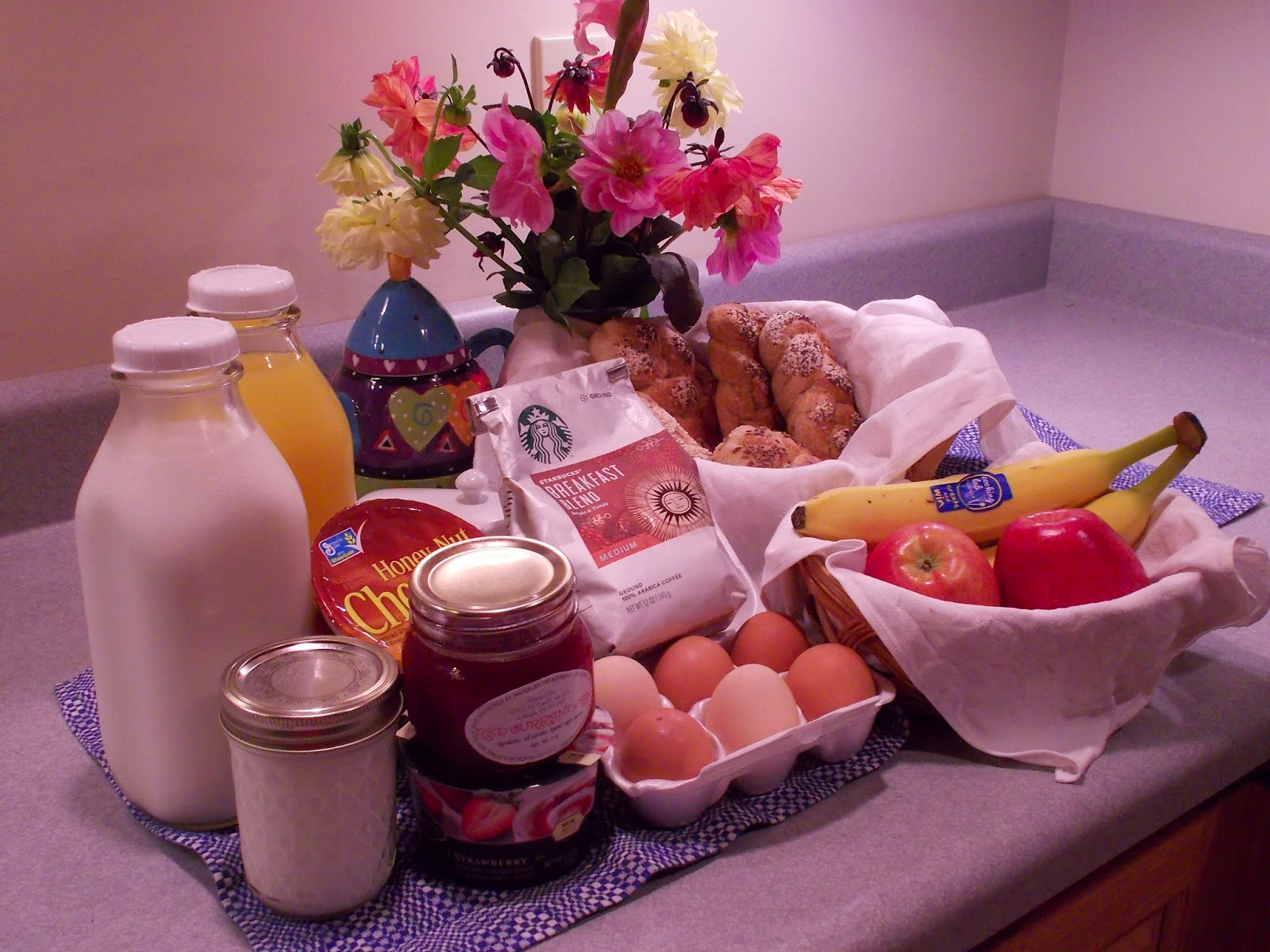 Enjoy a delicious breakfast at the Hutch, a bed and breakfast in Hillsdale, Michigan.