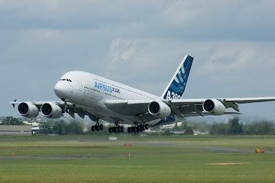 http://4.bp.blogspot.com/-TlYikX2yGiw/T2uYUUR2LXI/AAAAAAAADKo/Ql62uBS_JZ8/s1600/Airbus_A380.jpg