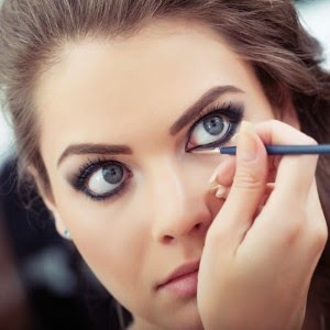 eyes-makeup-Apply-eyeliner