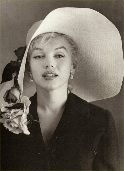 Marilyn Monroe wears a white wide brim hat
